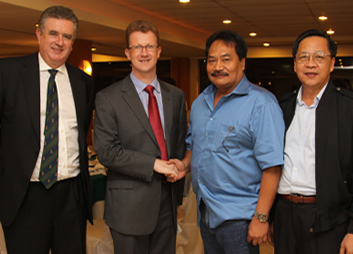 2009 Sep. 30 British Ambassador Stephen Lillie and DOE Undersecretary Ramon Santos Endorse GGP Power Plant in Mina -